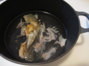 Bruehe aus Fischgraeten